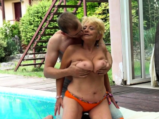 Poolside granny gets her pussy compass