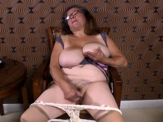 Omageil Horny granny hurt her aged pussy