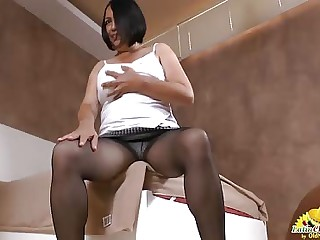 LatinChili Granny stretches their equally cunt and uses vibrator