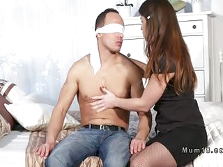 Milf sucks Hawkshaw with blindfolded guy thither bedroom