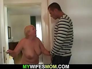 Guy helps girlfriend's age-old dam cum