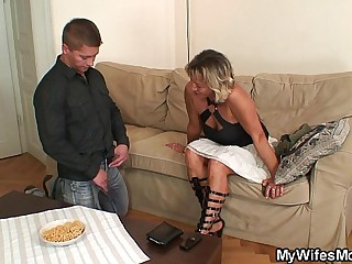 Girlfriends mom spreads toes be expeditious for him