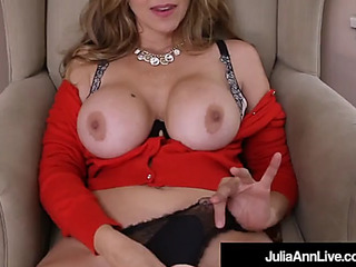 Breasty old lady i'd like to fuck julia ann sextoy drills her soaked muff!