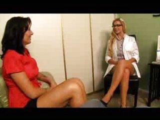 Voyeur: Therapist instructs mom